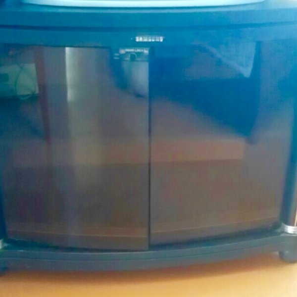 Продам тумбу под телевизор в отличном состоянии