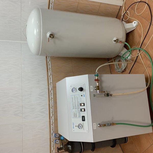 Продам Кислородный концентратор Релайент с накопителем Релайент США в отличном состоянии