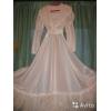 Платье свадебное, 46 размер, из блестящей белой органзы, расшитое, с мягким сере